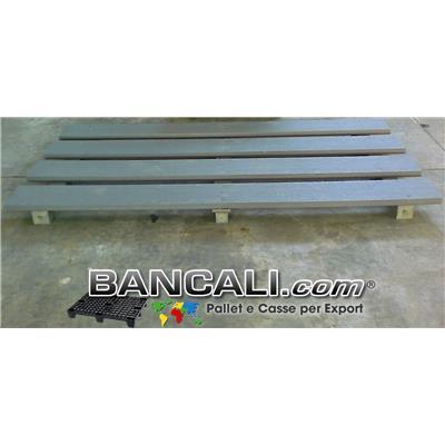 Bancale Grande in Plastica Riciclata, inforcabile  2 Vie lato Lungo; 4 tavole del 220 mm x 3 travetti del 90x90 mm; Peso orientativo  60 kg.; Colore grigio.