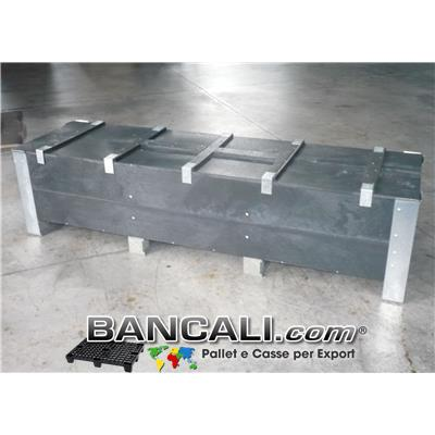 Cassa per l' Export realizzata su Misura interamente in Plastica e Metallo; Dimensioni interne 218x56x40h, lunghezza totale esterna 221cm; Peso 124