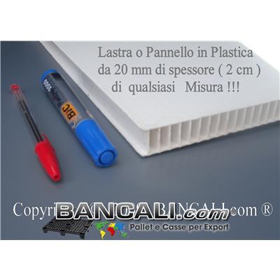 Lastra in Plastica Cannettata 2100x2100 mm con 49 Fori e 4 angoli stondati.