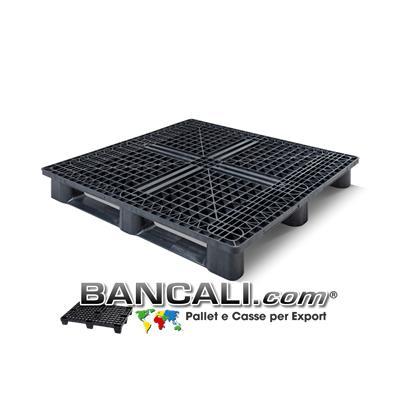 Pallet Quadrato in Plastica 1200x1200 mm. Sovrapponibile Altezza 156 mm. con 3 Traverse / Slitte sotto. Kg. 16  Pallet per Usi Universali, Export, Spedizioni e Movimentazioni a  raso  o al suolo di Capannoni.
